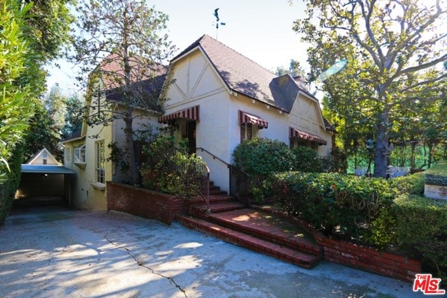 Photo of home for sale at 3134 ELLINGTON Drive, Los Angeles CA