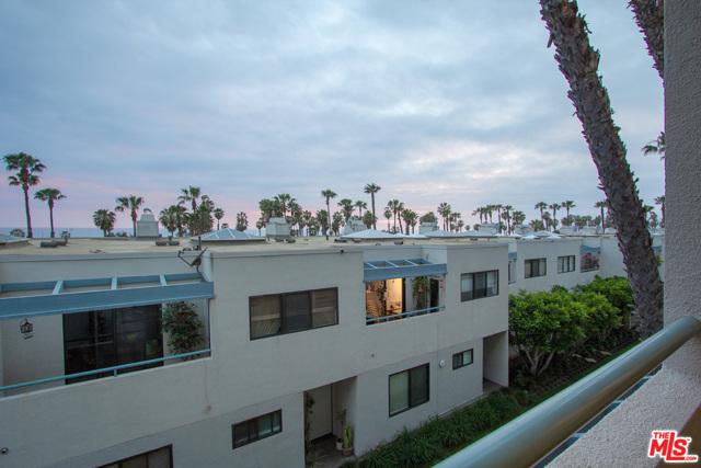 130 Ocean Park Boulevard, Santa Monica CA: http://media.crmls.org/mediaz/2FA13672-780E-416E-AD79-EBB4A3B65B25.jpg