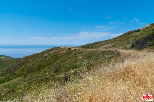 11100 Pacific View Road, Malibu CA: http://media.crmls.org/mediaz/2FB8EF3F-C203-4E35-BFCA-D33BBB8E4128.jpg