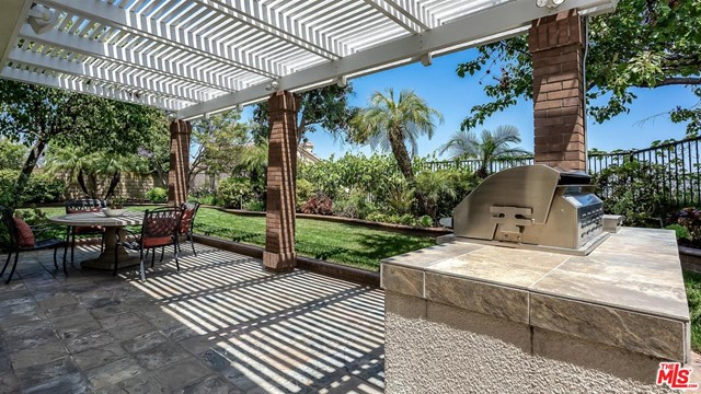 6531 RIGGS Place, Los Angeles CA: http://media.crmls.org/mediaz/2FE2555E-2546-41BD-B752-59EB9715A610.jpg