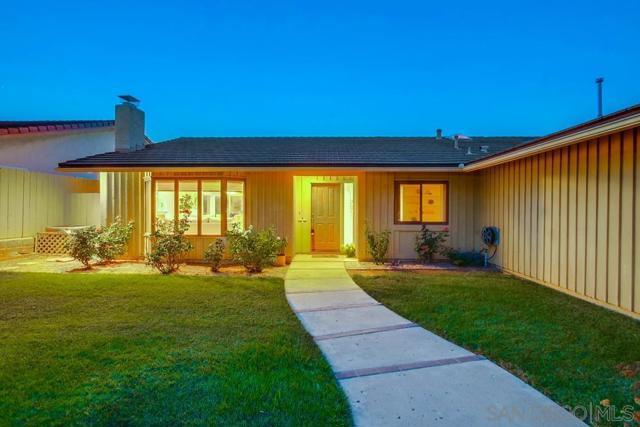6240 Brynwood Ct, San Diego CA: http://media.crmls.org/mediaz/3016afe8-09e8-4257-aa0d-e0e22cdd7b9f.jpg
