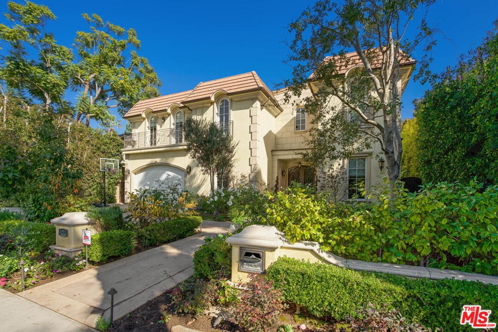 454 Dalehurst Avenue #  Los Angeles CA 90024
