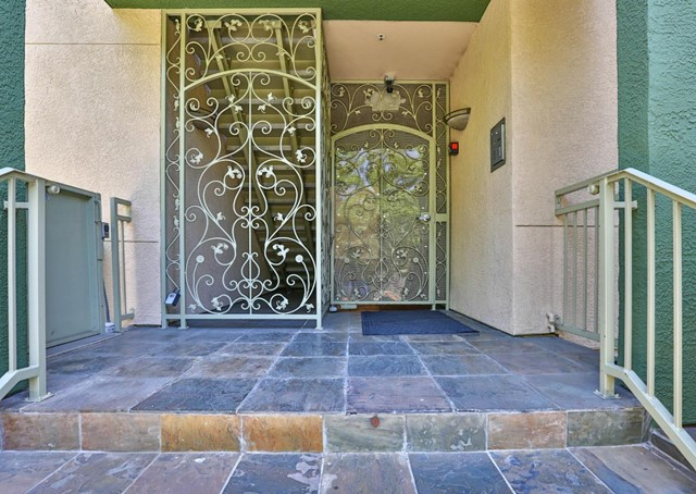 2330 University Avenue, East Palo Alto CA: http://media.crmls.org/mediaz/304E95E2-1951-4478-AA8C-F2408A329401.jpg