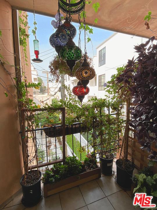1000 S Westgate Avenue, Los Angeles CA: http://media.crmls.org/mediaz/307aa5c2-d592-4681-ae9e-eae971497560.jpg
