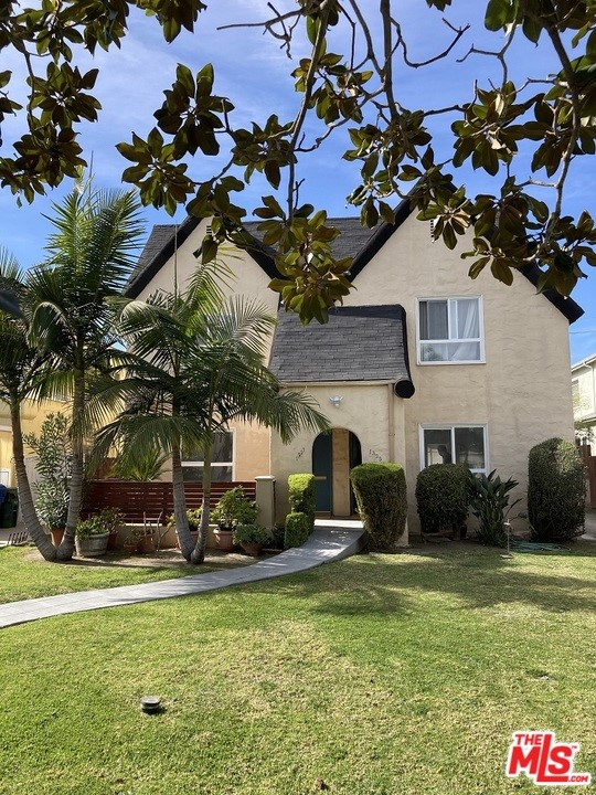 1327 S Rimpau Boulevard, Los Angeles CA: http://media.crmls.org/mediaz/3117748A-4EA5-4D67-B272-CEA73464FE8E.jpg