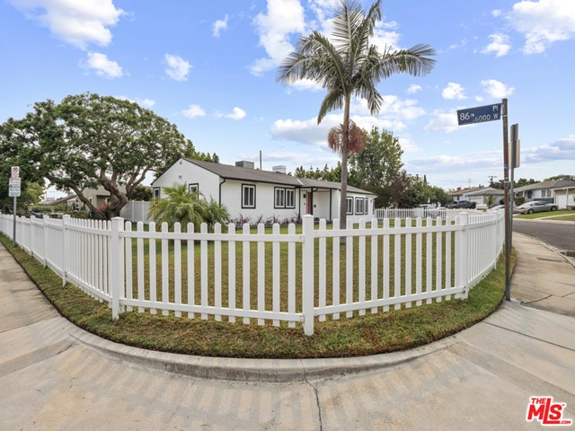 8620 Yorktown Ave, Los Angeles, CA 90045 thumbnail 2