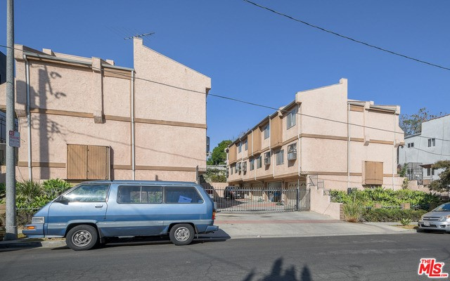 369 N LA FAYETTE PARK Place, Los Angeles CA: http://media.crmls.org/mediaz/311E2A30-BF13-42AA-8FEE-3A1BB48A9505.jpg