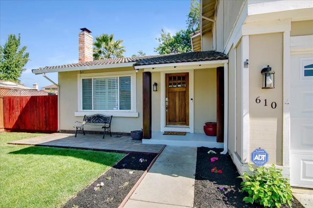 610 Blossom Glen Court, Gilroy CA: http://media.crmls.org/mediaz/31E4E3E6-A7F2-43A5-958B-BAE88EBA704F.jpg