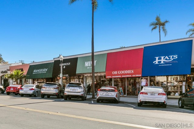 7811 Eads Avenue, La Jolla CA: http://media.crmls.org/mediaz/321AA93B-A2C3-42B7-9777-27DFEDBD4E05.jpg