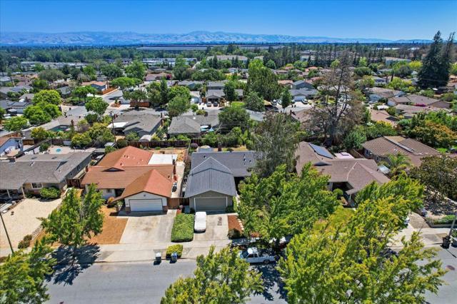 1758 Heron Avenue, Sunnyvale CA: http://media.crmls.org/mediaz/322D1C2D-B2A7-46FA-937F-19B76978A9BB.jpg