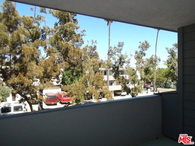2021 California Avenue, Santa Monica CA: http://media.crmls.org/mediaz/3242E6A9-6D67-4692-8DBB-C2DDBC0841DD.jpg