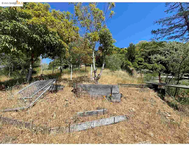 2142 Junction Ave, El Cerrito CA: http://media.crmls.org/mediaz/325968D5-D3FA-4FF1-B8C5-208E7B73D902.jpg