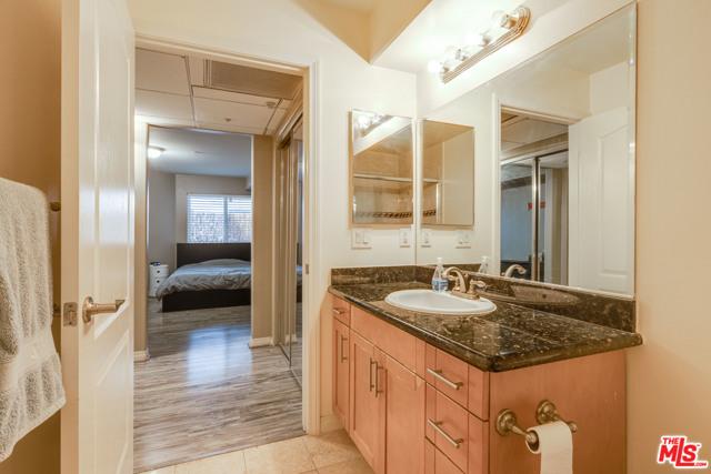2811 Francis Avenue, Los Angeles CA: http://media.crmls.org/mediaz/32C02D90-8361-4D4B-BD79-B17682A3F8E5.jpg