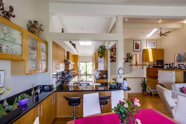 13330 Caminito Mar Villa, Del Mar CA: http://media.crmls.org/mediaz/336BF2A3-29D4-4C3A-B123-2914253906CC.jpg