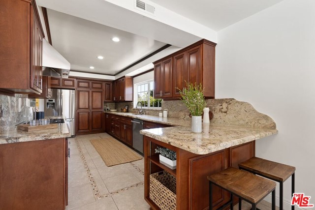 6711 S Sherbourne Dr, Los Angeles, CA 90056 photo 8