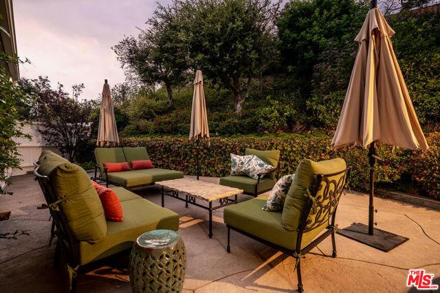 1100 Las Pulgas Place, Pacific Palisades CA: http://media.crmls.org/mediaz/3383EF7F-5B41-4CF0-96A8-5158CAAAE054.jpg