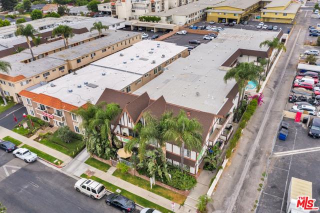 18521 Prairie Street, Northridge CA: http://media.crmls.org/mediaz/34046F43-149A-48EB-87DF-11DC03AADEC2.jpg