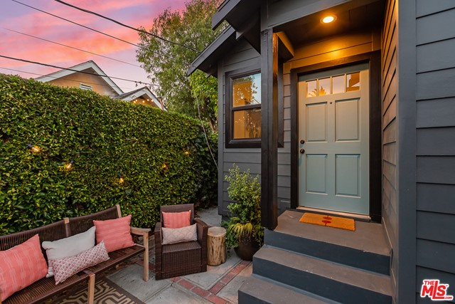 2217 1/2 Scott Avenue, Los Angeles CA: http://media.crmls.org/mediaz/34211058-9685-4C43-BC19-BF5BD808F27A.jpg