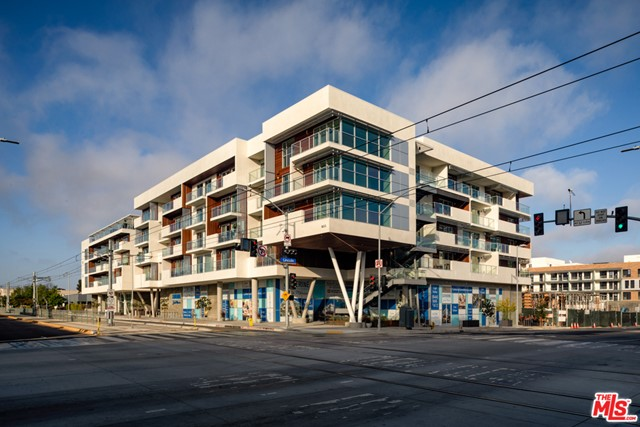 800 Colorado Avenue, Santa Monica CA: http://media.crmls.org/mediaz/343EE57B-40A7-4216-BE49-9539C5040CAB.jpg