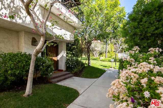 17240 Palisades Circle  Pacific Palisades CA 90272