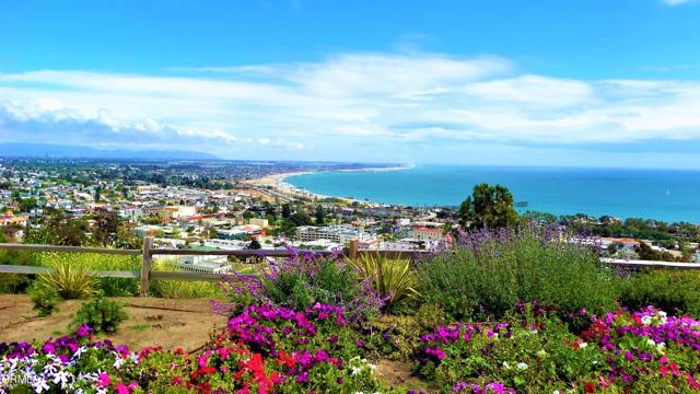 484 Rancho Drive, Ventura CA: http://media.crmls.org/mediaz/34BF0C43-67FB-4086-A5A1-E40322B4EAD2.jpg