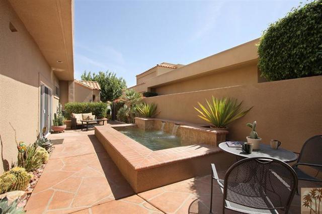 47 Pebble Beach Drive, Rancho Mirage CA: http://media.crmls.org/mediaz/34E1DED3-5DA7-43A8-A8C5-4EAAD0A35C4C.jpg