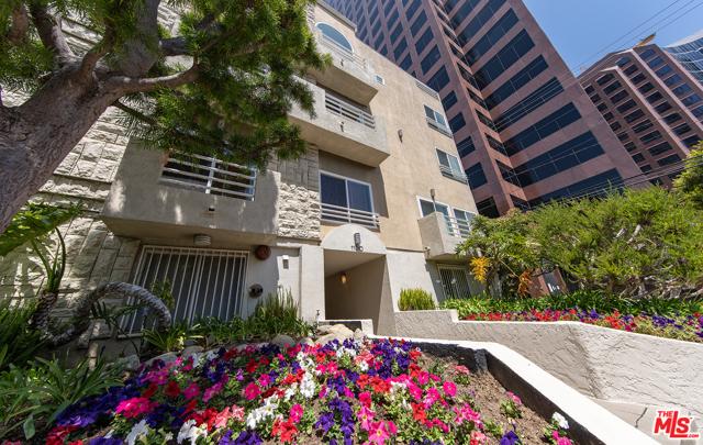 1160 Granville Avenue, Los Angeles CA: http://media.crmls.org/mediaz/34E658CB-8D8B-4E48-A52F-DC00A673759B.jpg