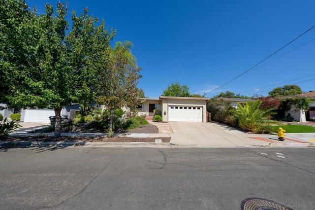 5105 Gary St, San Diego CA: http://media.crmls.org/mediaz/355749f9-4304-4d47-843a-d3f447f9035d.jpg