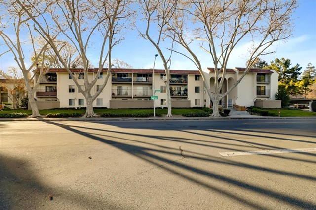 1750 Halford Avenue, Santa Clara CA: http://media.crmls.org/mediaz/359A9896-1AA8-406A-9BCA-CB6AD44BC7CB.jpg