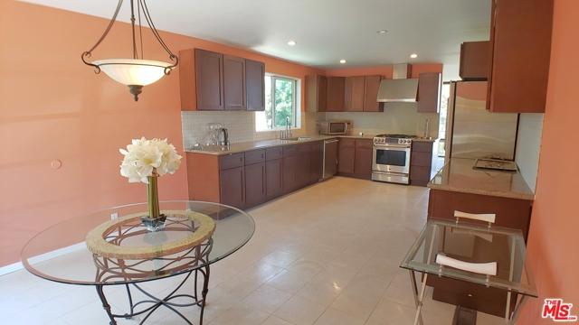 3873 Beverly Ridge Drive, Sherman Oaks CA: http://media.crmls.org/mediaz/35DA94B7-3EF6-442D-AD54-46942EEAF6DD.jpg
