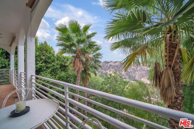 3625 Beverly Ridge Drive, Sherman Oaks CA: http://media.crmls.org/mediaz/362E16F8-583E-424C-B5A6-1C174E80438A.jpg