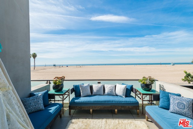 Condominium for Rent at 109 Ocean Front Venice, California 90291 United States