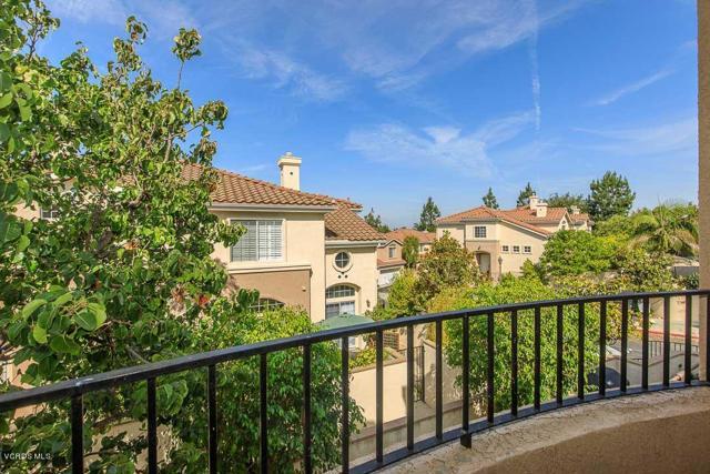 326 Avenida De Royale, Thousand Oaks CA: http://media.crmls.org/mediaz/36C7840F-8F6F-44A3-A429-E26E0271AEC1.jpg