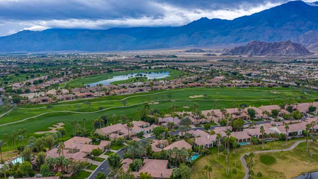 81155 Legends Way, La Quinta CA: http://media.crmls.org/mediaz/370ED2BB-BD22-4A81-93F2-F58B9CE8EAB7.jpg