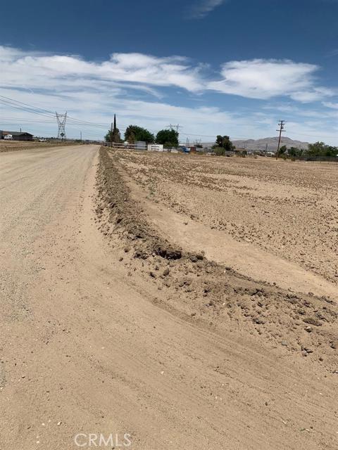 13970 Bonanza Road, Victorville CA: http://media.crmls.org/mediaz/378E0657-19A0-424B-8152-3FC69D0129A5.jpg
