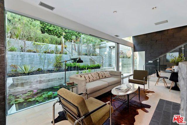7831 Hillside Avenue, Los Angeles CA: http://media.crmls.org/mediaz/378E910F-1DA2-4B68-990A-260D69B38000.jpg