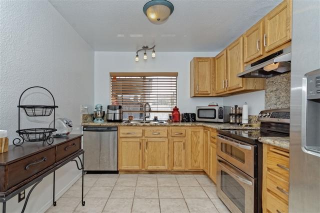 6908 Sandleford Way, San Diego CA: http://media.crmls.org/mediaz/37BD5C2E-9940-4CED-B236-7DC29DCA9338.jpg