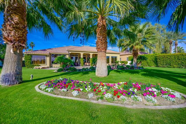 81155 Legends Way, La Quinta CA: http://media.crmls.org/mediaz/37D3FC10-2C38-455A-A470-0F9E28B42B5E.jpg