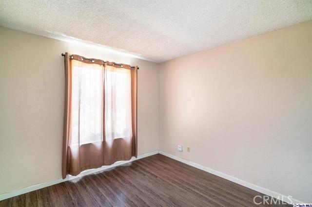 549 W Fremont Avenue, Fresno CA: http://media.crmls.org/mediaz/3801986A-493F-443A-B331-BD8640DA45FB.jpg
