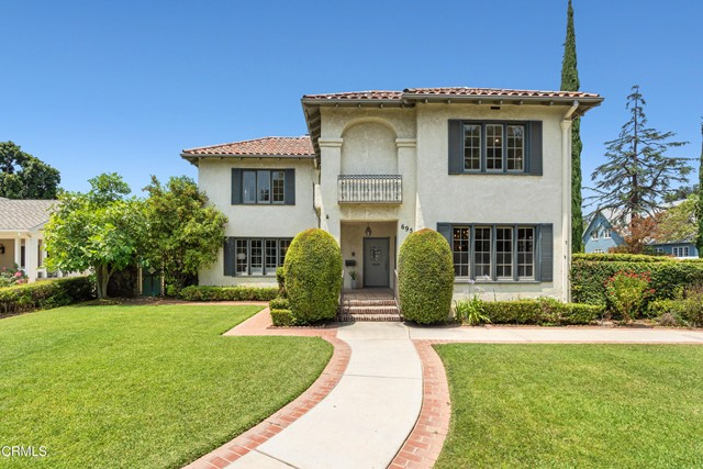 695 Lakewood Place, Pasadena CA: http://media.crmls.org/mediaz/3845E766-EED5-4C1F-B533-FA178C6F6B54.jpg
