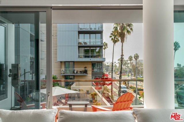 1755 Ocean Avenue, Santa Monica CA: http://media.crmls.org/mediaz/384A1D53-3DF8-4FDD-A530-7FD1BAED5C72.jpg
