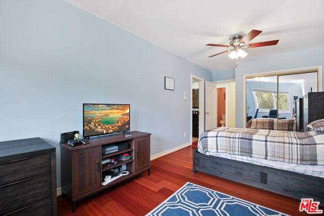 4311 Coquette Place, Tarzana CA: http://media.crmls.org/mediaz/38BC2745-E1DE-401B-A7F3-ED7AA3C12227.jpg