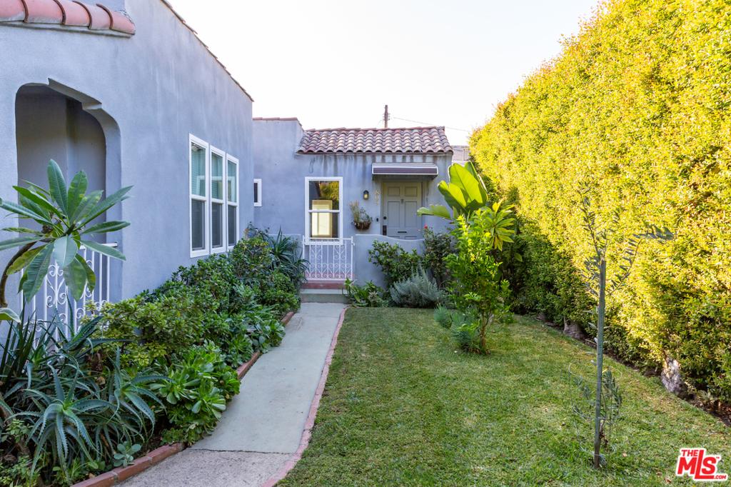 809 N Sweetzer Avenue #  West Hollywood CA 90069