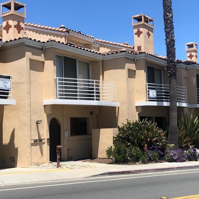 5005 Cliff Drive, Capitola CA: http://media.crmls.org/mediaz/390905DC-E0EC-4E4A-A1A2-950CF681B497.jpg