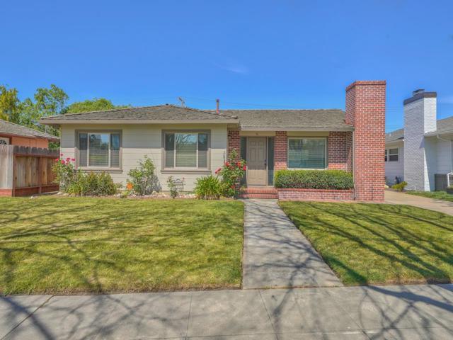 36 Wilgart Way, Salinas CA: http://media.crmls.org/mediaz/393D2418-D9DB-4AD2-83DA-2A38184D659C.jpg