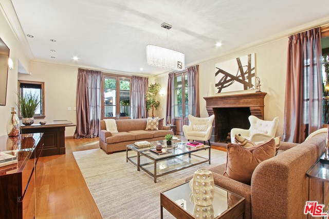 903 HARTFORD Way, Beverly Hills CA: http://media.crmls.org/mediaz/398A7196-893C-45C9-ABF2-F3A4F7BAD595.jpg