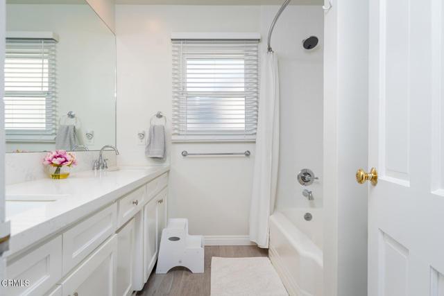 2180 Brigden Road, Pasadena CA: http://media.crmls.org/mediaz/39C6559C-2A55-4127-8FF3-C3991D2F271A.jpg