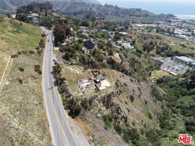 3338 Malibu Canyon Road, Malibu CA: http://media.crmls.org/mediaz/39E60302-DE55-47C9-AC33-0A7D74166585.jpg