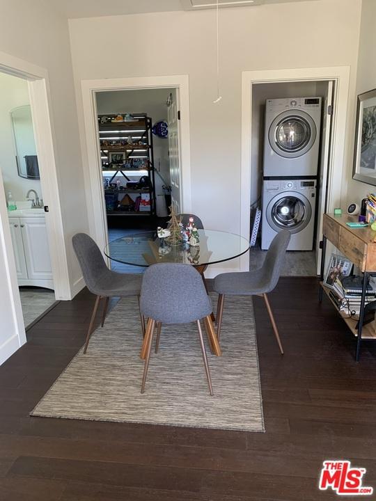 2038 2040 Butler Avenue, Los Angeles CA: http://media.crmls.org/mediaz/3A75E1C9-239B-4655-9A1F-EA87E4EC9402.jpg