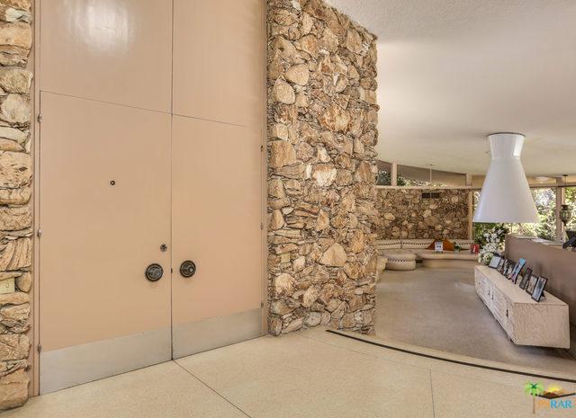 1350 Ladera Circle, Palm Springs CA: http://media.crmls.org/mediaz/3A998B1C-C4B4-41D3-A728-3E8CAFA19B49.jpg